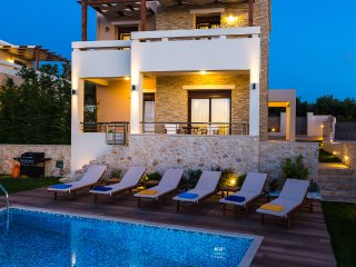 Gorgeous Villa Georgio with pool, laptop and bikes