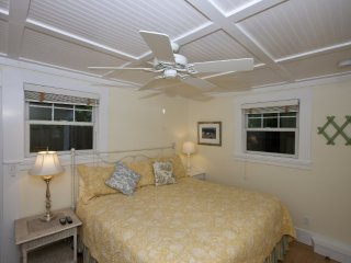 Fully Furnished Cottage Near Downtown Palo Alto W/Amenities & Garden, Menlo Park
