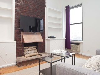 Gorgeous 3 Bedroom, 1.5 Bathroom Apartment in New York - Large Living Room, Nueva York