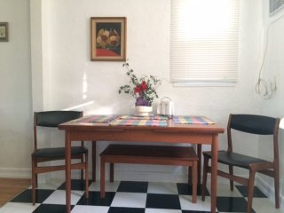 Furnished 1-Bedroom Apartment at Exposition Blvd & Dorchester Ave Santa Monica