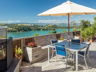 Experience peace, tranquility and stunning 360 degree views of Waiheke, Isla Waiheke
