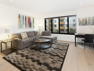 Furnished 1-Bedroom Condo at Mission St & 15th St San Francisco
