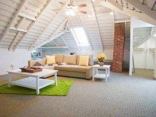 Fully Furnished ! 1 bedroom with huge loft!, Palo Alto