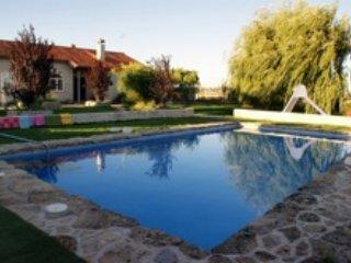 Finca con piscina y acogedora casa, Avila