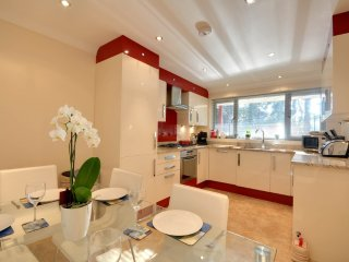 2 Red Sails - Elegant 3 Bedroom Town House