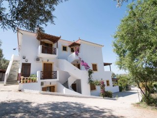 ΝΙΚΗ : Spacious 2 Bedroom Apartments, Skopelos