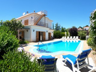 Vila Videira, a gem of a holiday villa in Algarve!, Porches