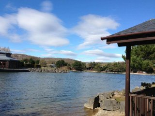 Lakeside Lodge with all round stunnung views including leisure centre and more