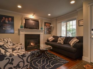 Furnished 3-Bedroom Townhouse at E John St & 25th Ave E Seattle