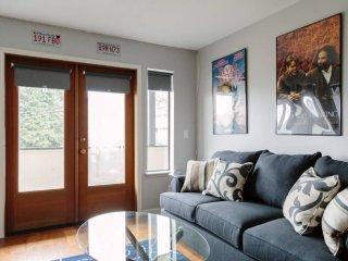 Furnished 2-Bedroom Condo at E Madison St & E Thomas St Seattle