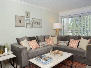 Furnished 2-Bedroom Apartment at Victory Blvd & Randi Ave Los Angeles, Bell Canyon