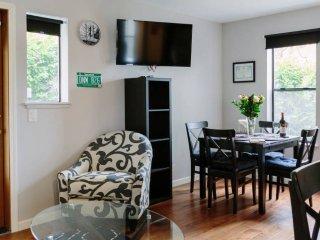Furnished 1-Bedroom Condo at E Madison St & E Thomas St Seattle