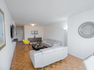 Furnished 1-Bedroom Apartment at 1st Avenue & E 38th St New York, Ciudad de Long Island