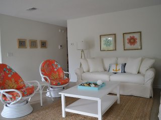 'Old Florida' Style Beach House  in Seagrove, Just Steps From The Ocean
