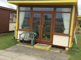 2 BEDROOM PET FRIENDLY DETACHED CHALET, Mablethorpe