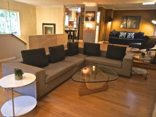 HIGH-TONED FURNISHED 3 BEDROOM, 2 BATHROOM APARTMENT, Beverly Hills