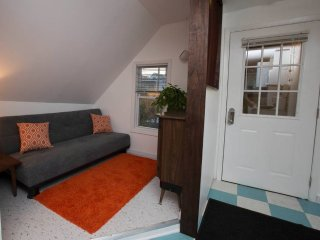 Furnished 1-Bedroom Apartment at N Stave St & W St Helen St Chicago