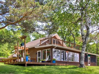 New Listing! Alluring 4BR Brainerd House w/Wifi, Deck & Wonderful Lake Views - Direct Access to Boating & Fishing!