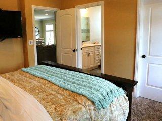 REMARKABLE 5 BEDROOM, 4 BATHROOM APARTMENT, Anaheim