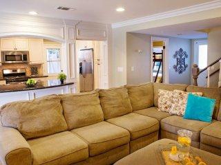 SPACIOUS, CLEAN AND COZY 6 BEDROOM, 4 BATHROOM HOME, Anaheim