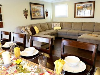 MODERN AND FURNISHED 5 BEDROOM, 3 BATHROOM APARTMENT, Anaheim