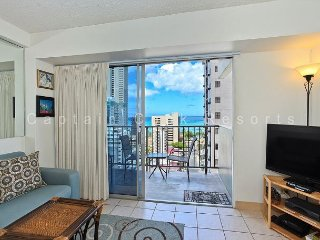 REMODELED!  Ocean View!  A/C, WiFi, 5 min. walk to beach., Honolulu