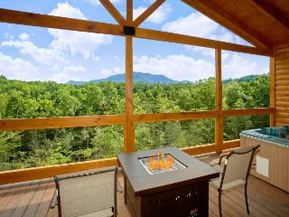 Romantic Cabin with Views, Outdoor Living Room, Fire Pit, Hot Tub, Upgrades!, Gatlinburg