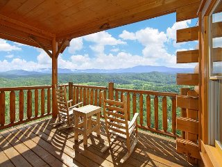 1 Bedroom Mountain Escape with Amazing Views, Sevierville
