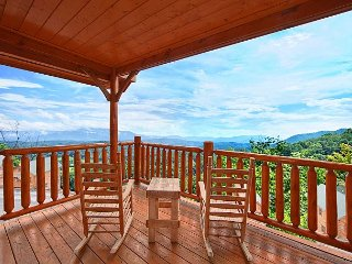 Experience Amazing Views, Free WIFI, Hot Tub, Pool Table & Jacuzzi