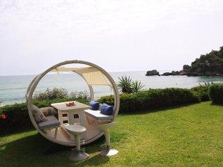 Glyfada Beachfront Villa AA3G, Corfú