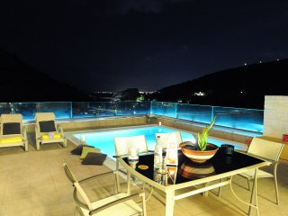 Private Villa with Swimming Pool II, Heraklion