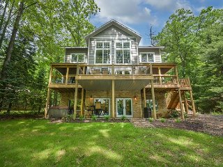 Immaculate 5 Bedroom lakefront home with luxurious furnishings throughout!, Swanton