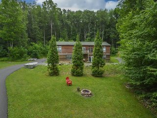 Astonishing 5 Bedroom home in tranquil setting w/ hot tub!