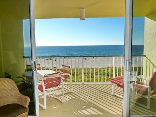 Beachfront condo w/ Panoramic view of Beach, Marco Island