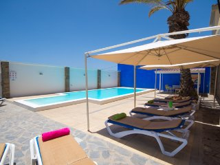 LJ1781886| Amazing 9 Bedroom Villa. Set in beautiful canarian style gardens., Playa Paraiso