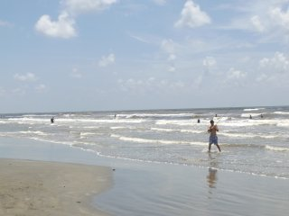 The private neighborhood beach is just a few blocks away!!