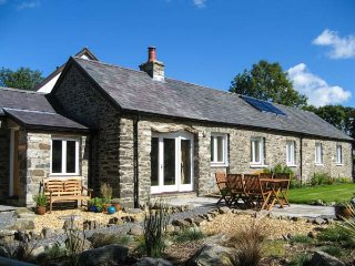 CWT MOCHYN, barn conversion, all ground floor, en-suite, rural views, Aberaeron Ref 939993