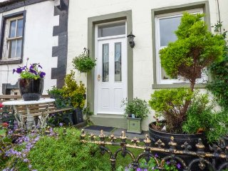 WREN'S NEST, Grade II listed, pet-friendly, close to amenities, in Dalton-in-Fur