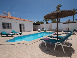 CB5627400| Fabulous Refurbished 4 Bedroom Villa. Sleeps 8. WiFi. Callao Salvaje.