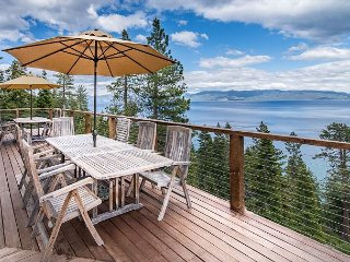 4BR/3BA Cabin with 180 Degree Lake Views, Tahoma
