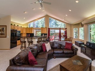 Spectacular Luxury Home by the Woods in So Lake Tahoe, Hot Tub and Wi-Fi