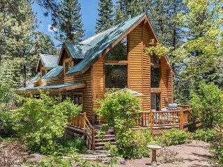 Cozy Log Cabin With Hot Tub & Wooded Yard - Near Hiking Trails & Downtown, Truckee