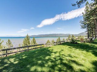 Vintage Lakefront Cabin in Midtown, Walk to Restaurants, Minutes to Heavenly, South Lake Tahoe