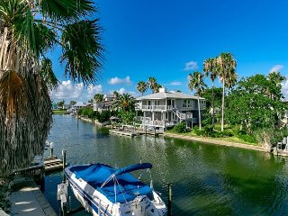 Key Allegro Canal House with Outstanding Bay Views, Upper and Lower Decks, Rockport