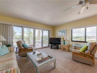 Pelican Watch 208, 2 Bedrooms, Beach Front, Pool, Elevator, WiFi, Sleeps 4, Fort Myers Beach