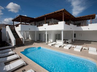 5 bedroom Villa in Puerto Calero, Lanzarote, Canary Islands : ref 2285075