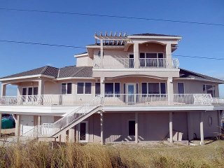 Dolphin Cay, 4 Bedroom Beach House, Direct Beach Front, Marineland