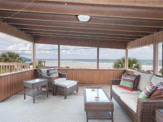 Lenoras Pelican Beach House Upper Level, 3 Bedroom, OceanFront, Sleeps 6, Marineland