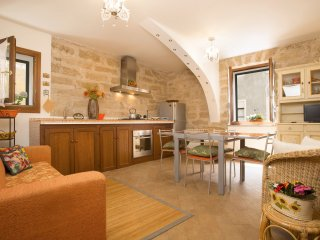 Great location in ALGHERO OLD TOWN and steps to sea, 3 min.to beach!