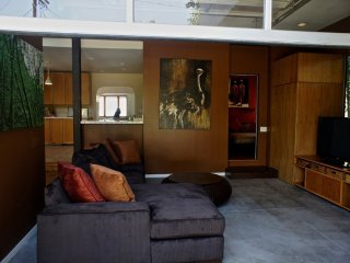 MODERN AND BEAUTIFULLY FURNISHED 4 BEDROOM, 2 BATHROOM APARTMENT, Los Angeles